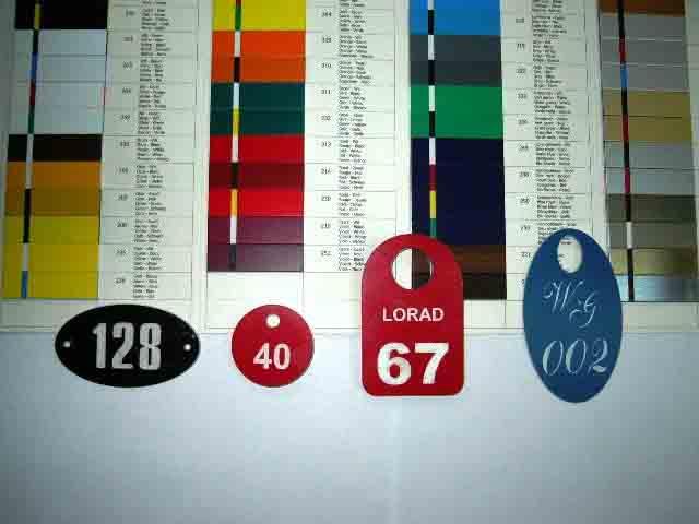 Номерки, шильды, жетоны из 2-хслойного АБС пластика