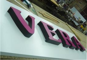 Интерьерная вывеска VERA